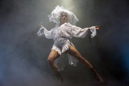 FKA Twigs Details New Album 'Magdalene,' Unveils Track List