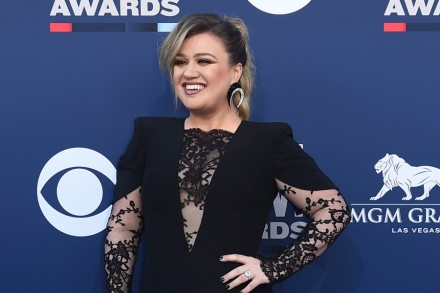 Kelly Clarkson on Country Music: See Singer's YouTube Rant