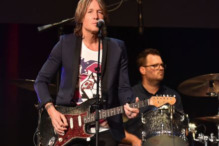 Watch Keith Urban Cover Taylor Swifts Lover Rolling Stone