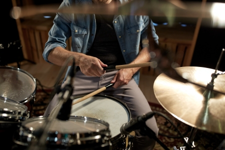 best drum heads drumhead reviews for snares toms bass drum rolling stone. Black Bedroom Furniture Sets. Home Design Ideas