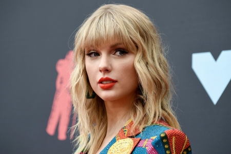 Taylor Swift Claims She Can't Play Hits at AMAs Unless She Ceases Rerecording Her Masters