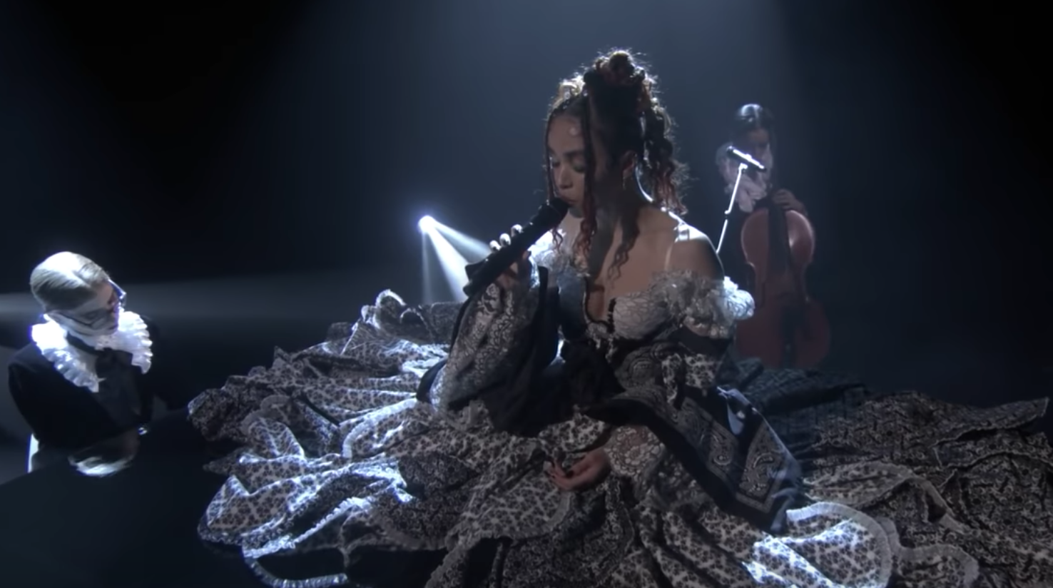 Watch Fka Twigs Hypnotic Performance Of Cellophane On