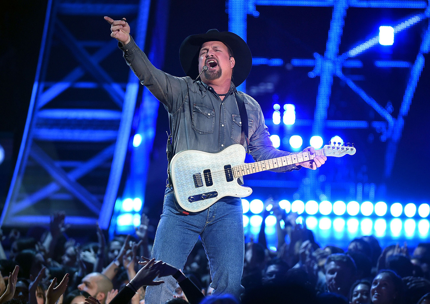 Garth Brooks to Receive Gershwin Prize for Popular Song