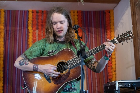 billy strings talks his brand of bluegrass new album 39 home 39 rolling stone. Black Bedroom Furniture Sets. Home Design Ideas