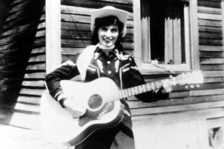 Flashback: Loretta Lynn Makes Her Grand Ole Opry Debut