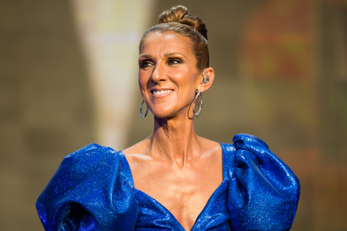 See Céline Dion's Chicken Boots In Xmas Post