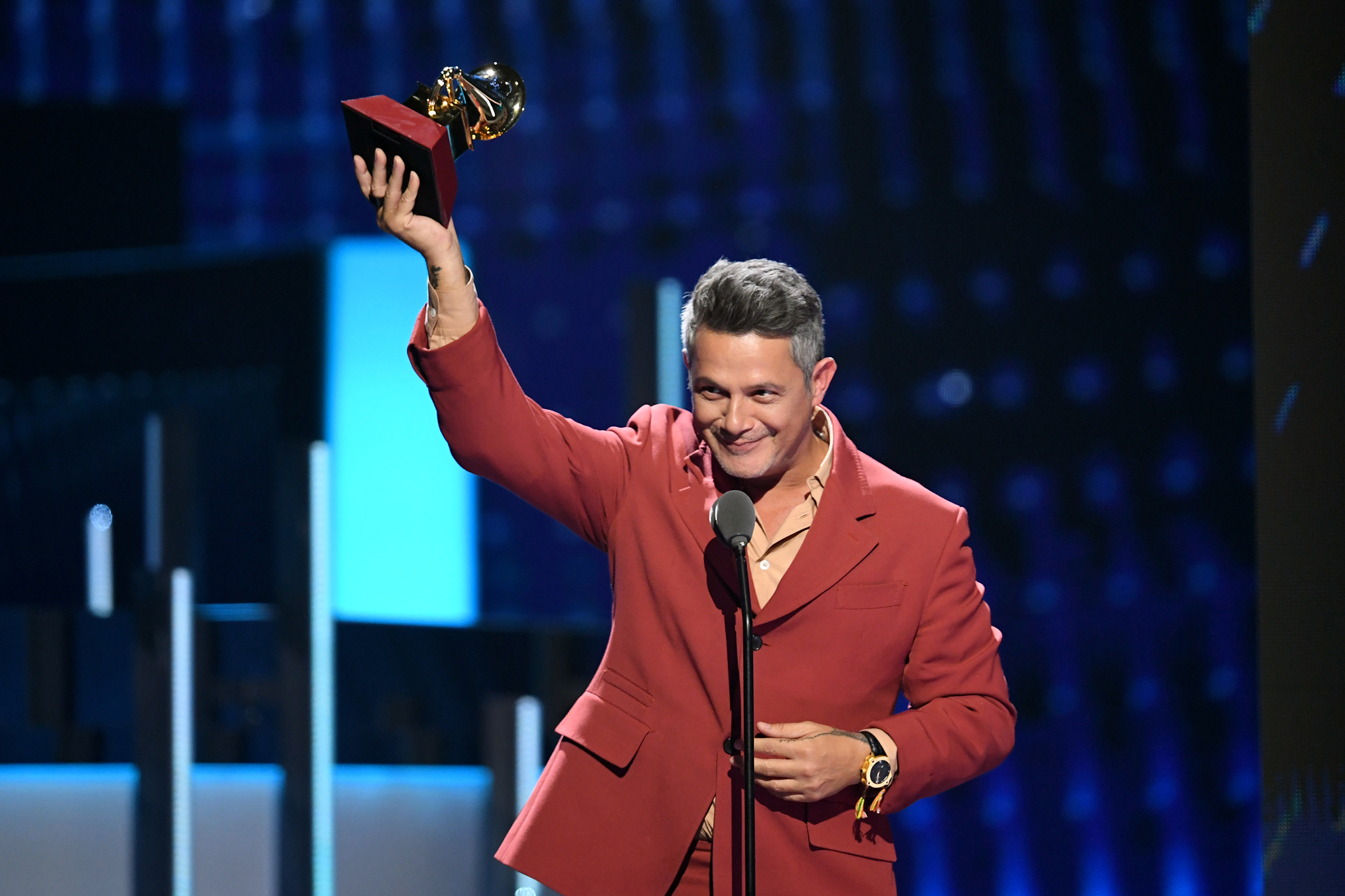latin grammys alejandro sanz camila cabello win record of the year rolling stone https www rollingstone com music music latin alejandro sanz camila cabello win record of the year latin grammys 910829