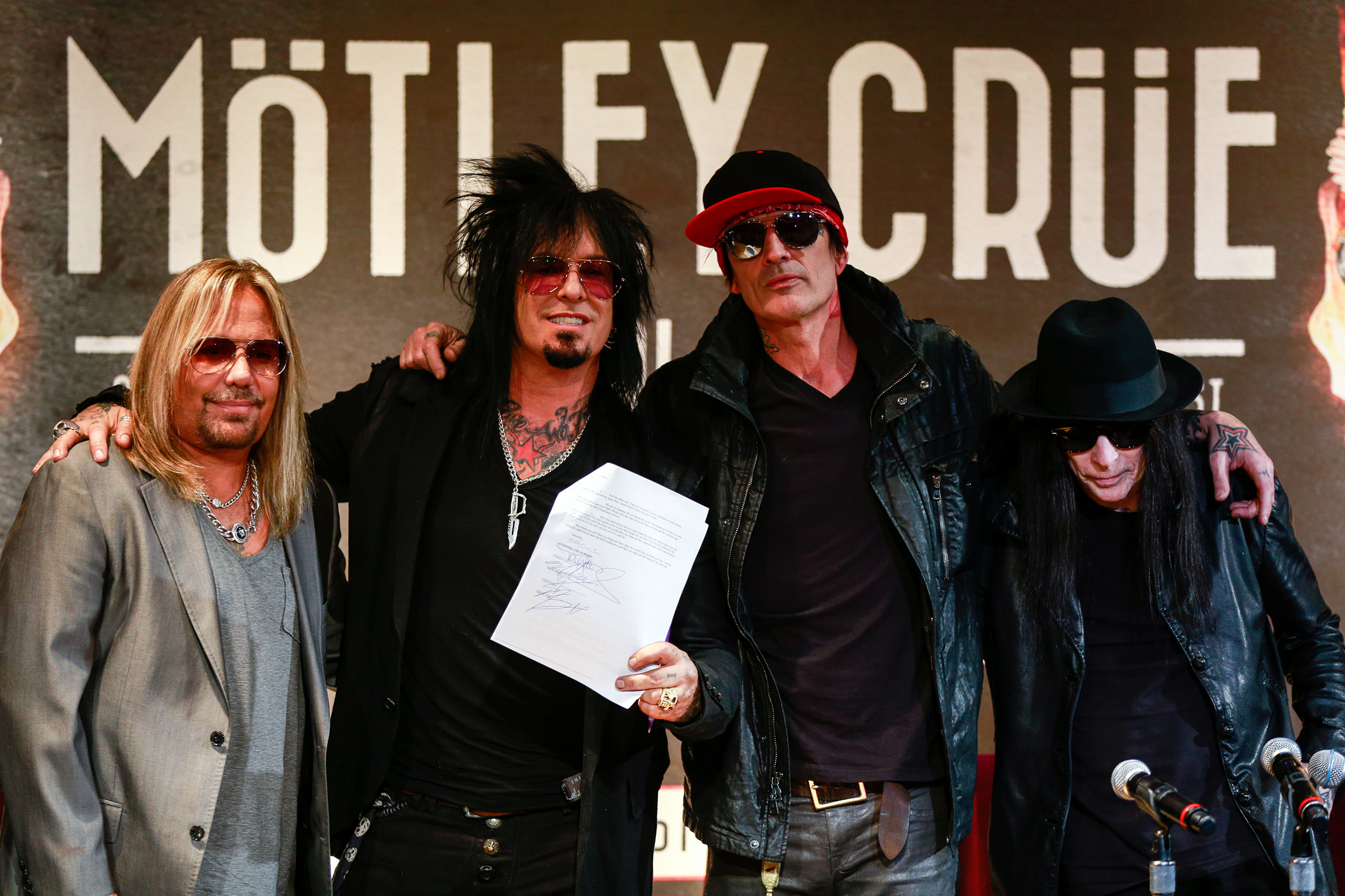 Motley Crue Sign Their 'Cessation of Touring' Contract': Watch – Rolling Stone
