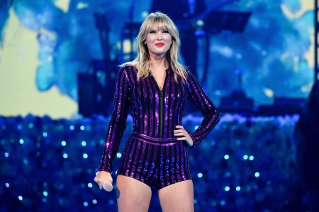 Taylor Swift Allowed To Perform Old Songs At Amas Says Big Machine Rolling Stone