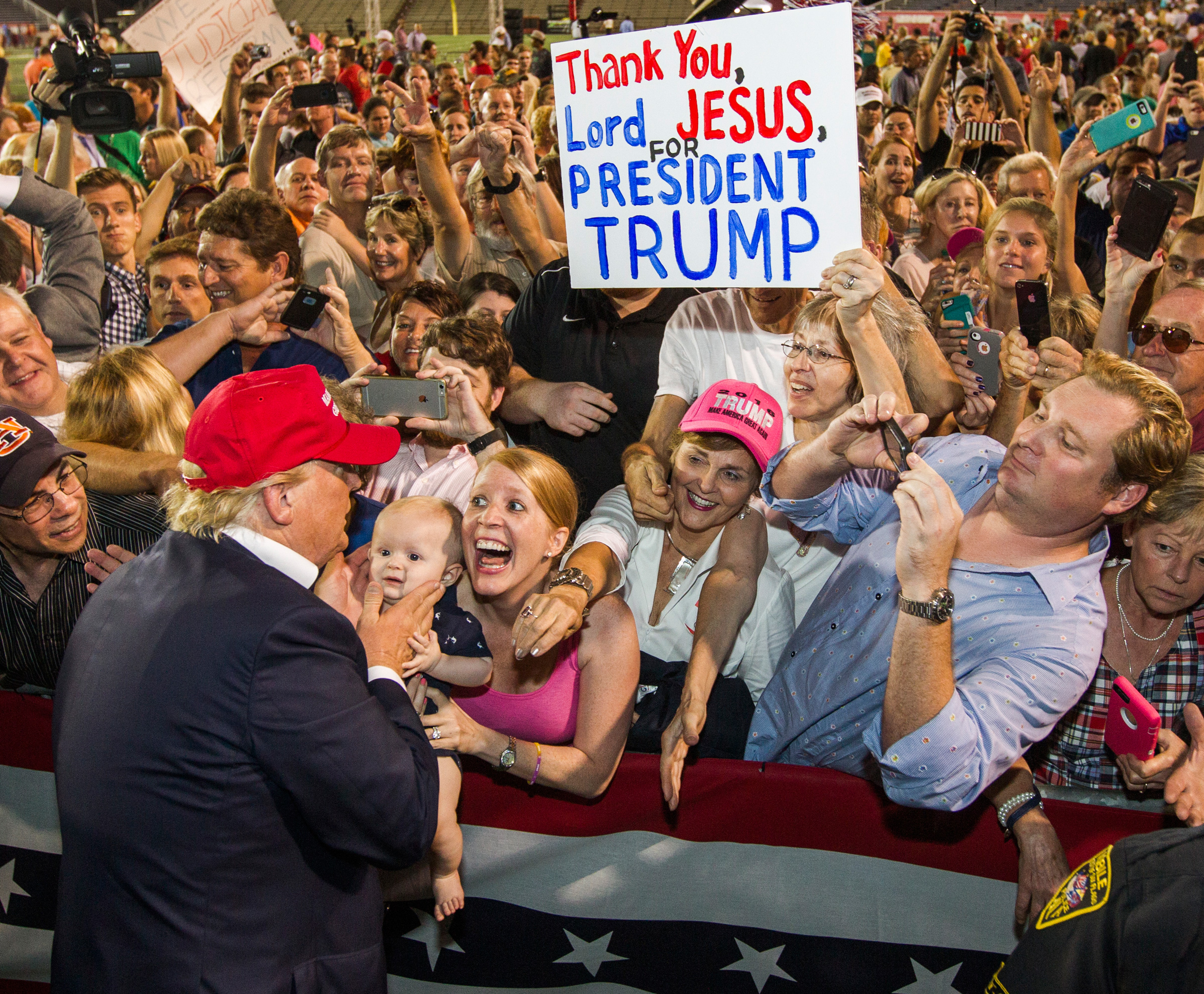 trump-evangelicals-rally.jpg