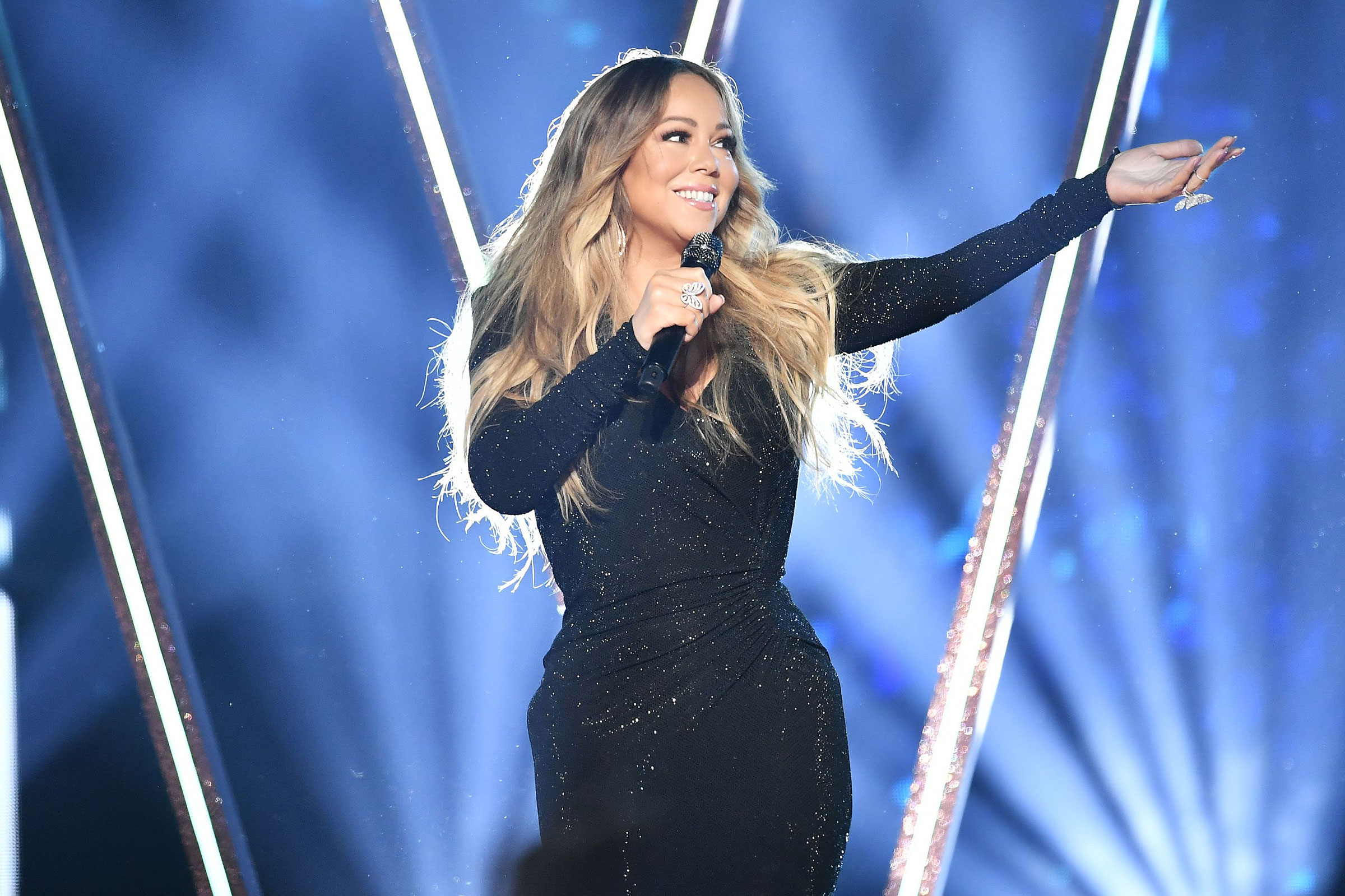 RS Charts: Mariah Carey's 'All I Want for Christmas Is You' Continues to Dominate - EpicNews
