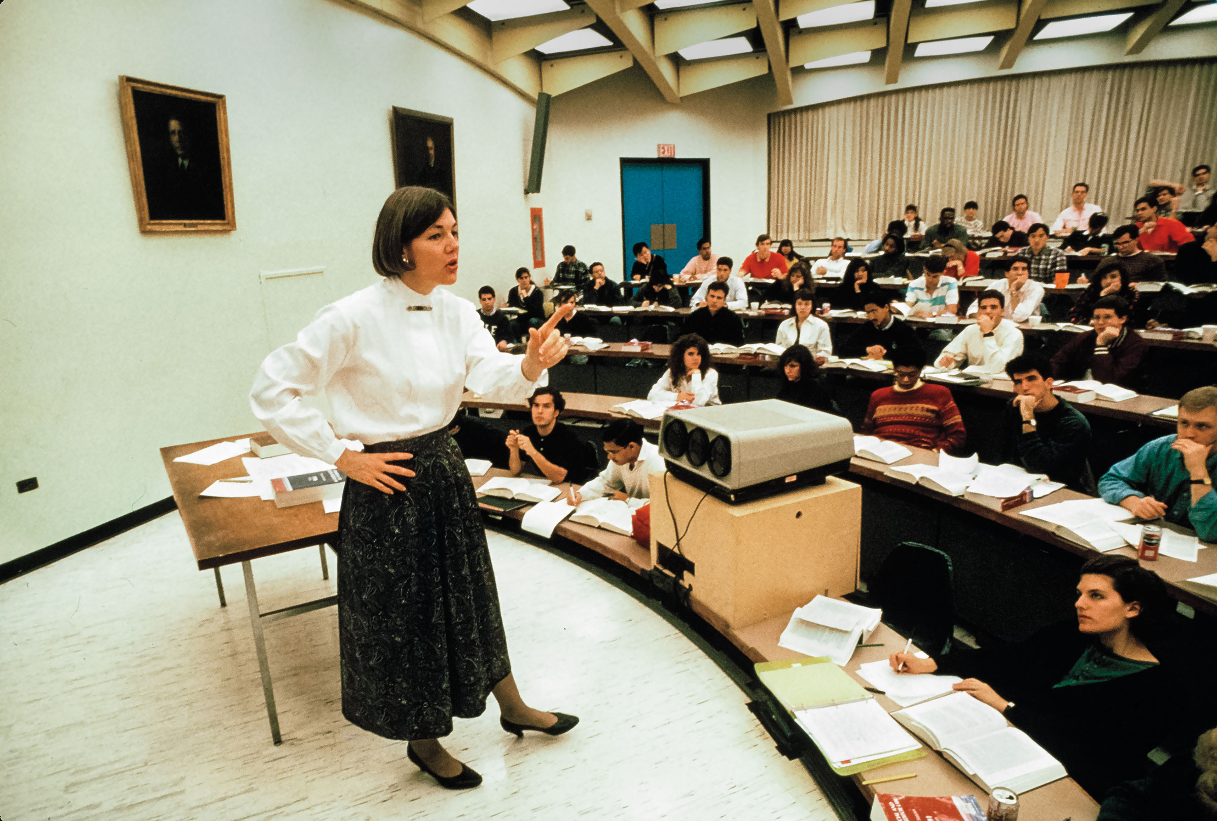 American academic (and future US Senator) Professor Elizabeth Warren teaches an unspecified class at University of Pennsylvania Law School, Philadelphia, Pennsylvania, early 1990s. (Photo by Leif Skoogfors/Corbis via Getty Images)