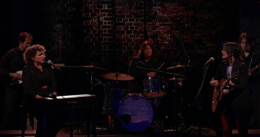 Watch Norah Jones Join Sharon Van Etten for 'Seventeen' on 'Colbert'