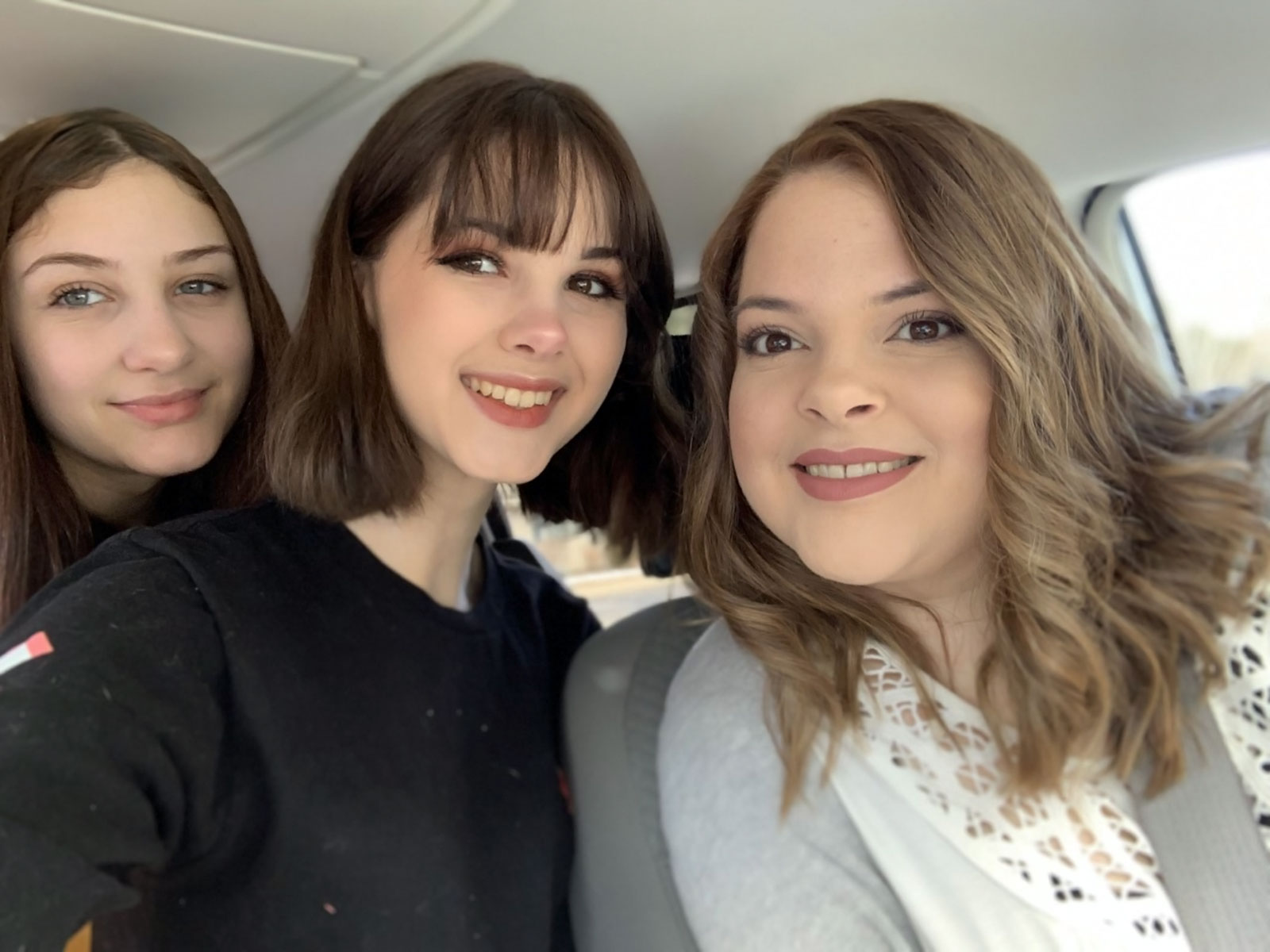 Bianca(center) with her mother, Kim(right) and sister, Olivia