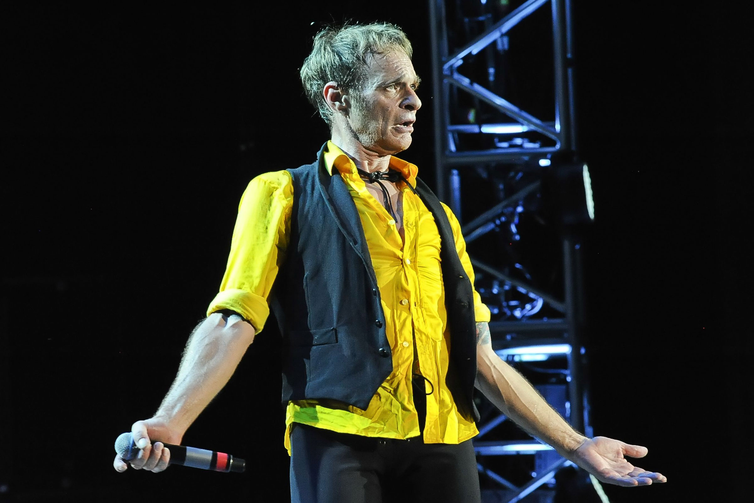 David Lee Roth Once Had a Fake Phone Number That Almost Ruined a Marriage - EpicNews