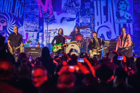 Dave Grohl Reunites With Nirvana Members For Special Performance