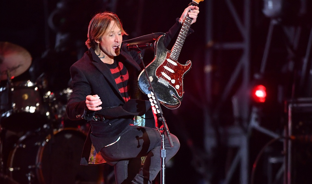 See Keith Urban Sing the Cars, Roxette in New Year's Tribute Medley