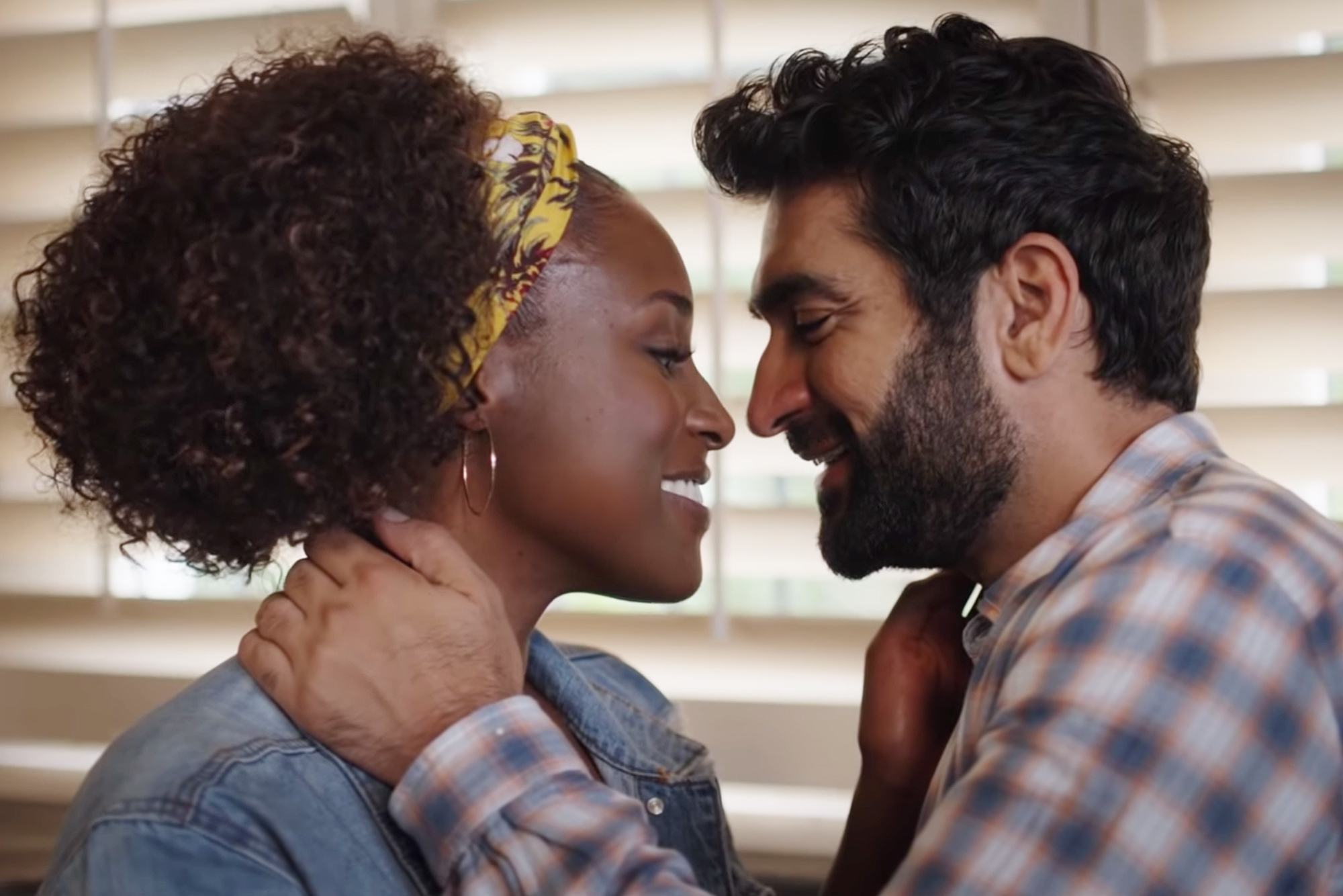 Issa Rae, Kumail Nanjiani Are on the Run in 'The Lovebirds' Trailer