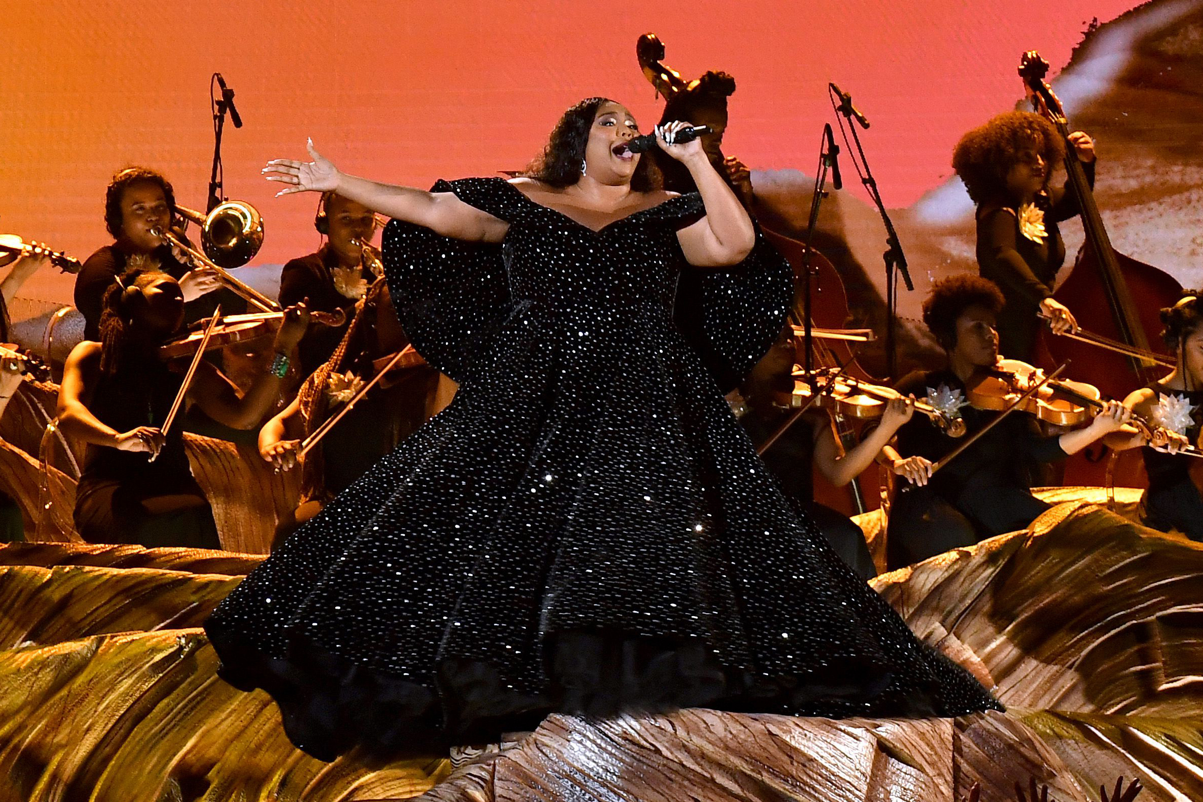 lizzo opens 2020 grammys with orchestra ballerinas rolling stone https www rollingstone com music music news grammys 2020 lizzo cuz i love you truth hurts 942119
