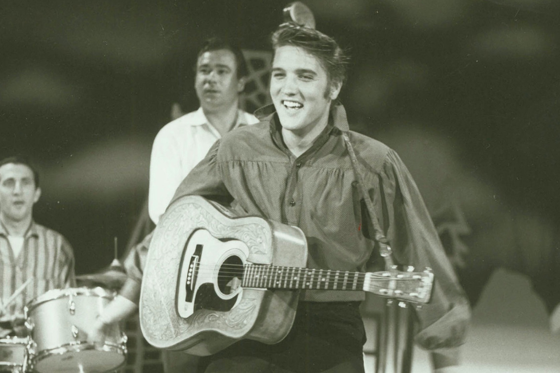 Elvis Presley Sings 'I Forgot to Remember to Forget': Watch ...