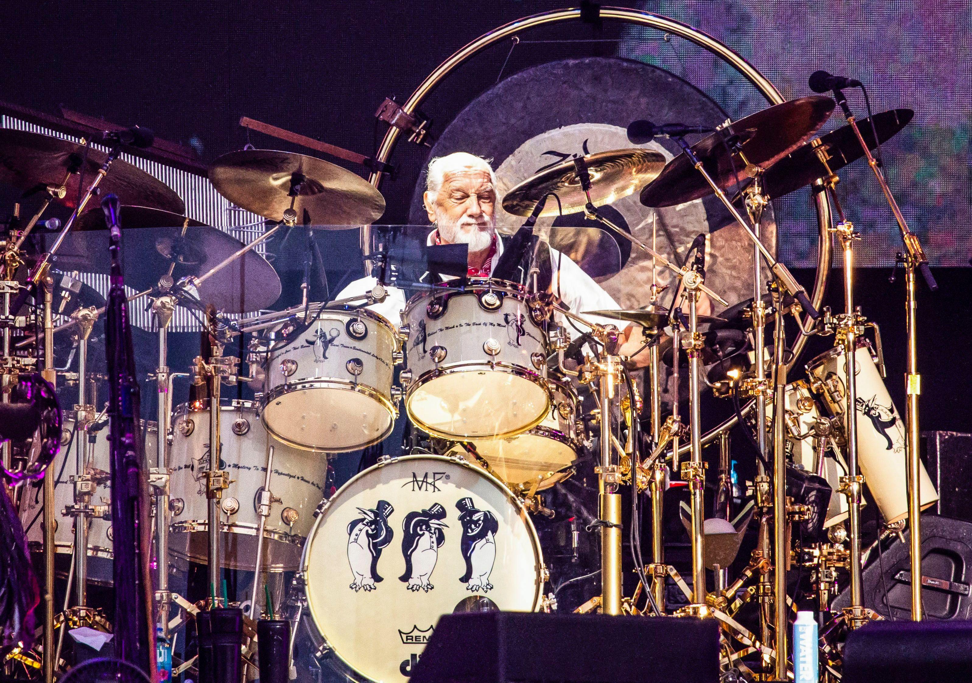 See Mick Fleetwood Honor Peter Green With David Gilmour, Steven Tyler, Neil Finn