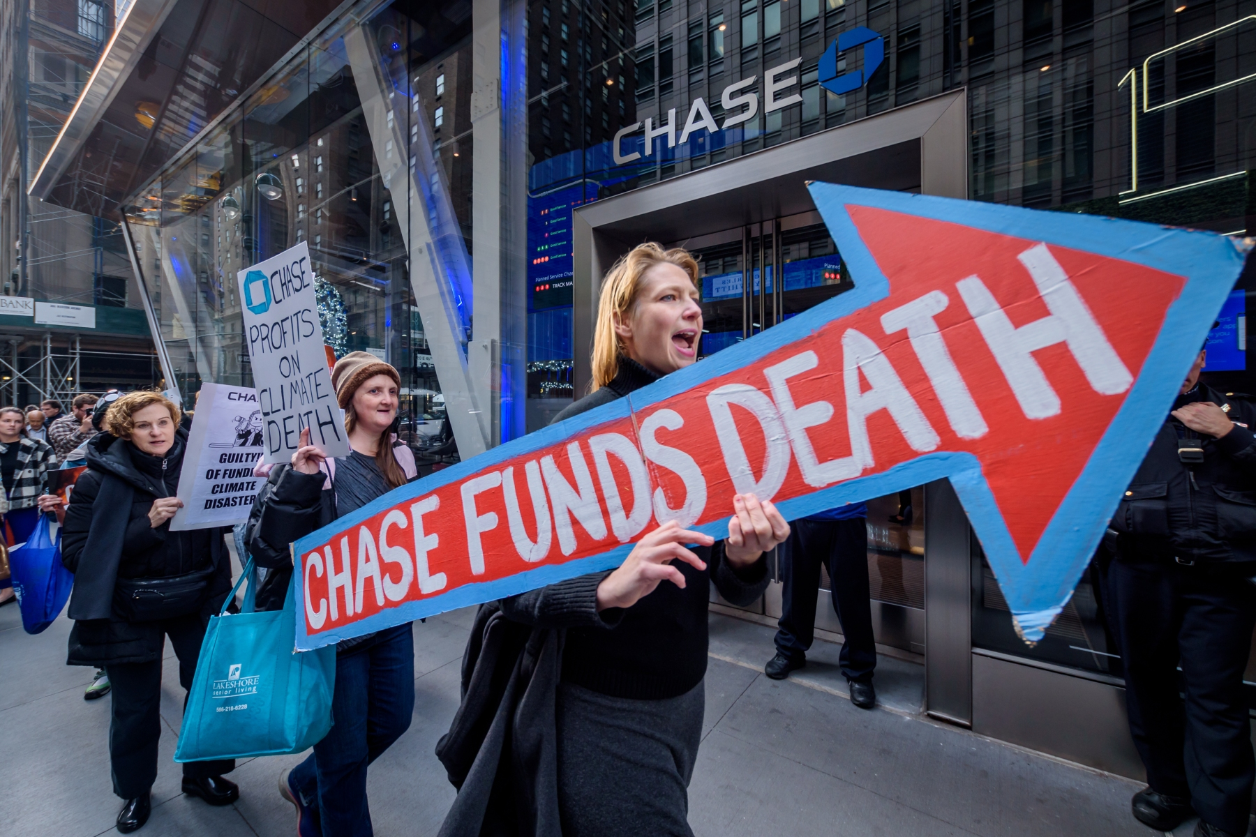 MANHATTAN, NEW YORK, UNITED STATES - 2019/11/20: Protesters picketing outside a Chase Bank branch. Expanding on the momentum of the quickly growing national movement to hold Chase Bank accountable for its central role in funding the global fossil fuel industry, dozens of New York residents with the organization Rise and Resist, with co-sponsor Rainforest Action Network stormed the new JPMorgan Chase headquarters in central Manhattan demanding the megabank end its massive financing of the climate crisis. (Photo by Erik McGregor/LightRocket via Getty Images)