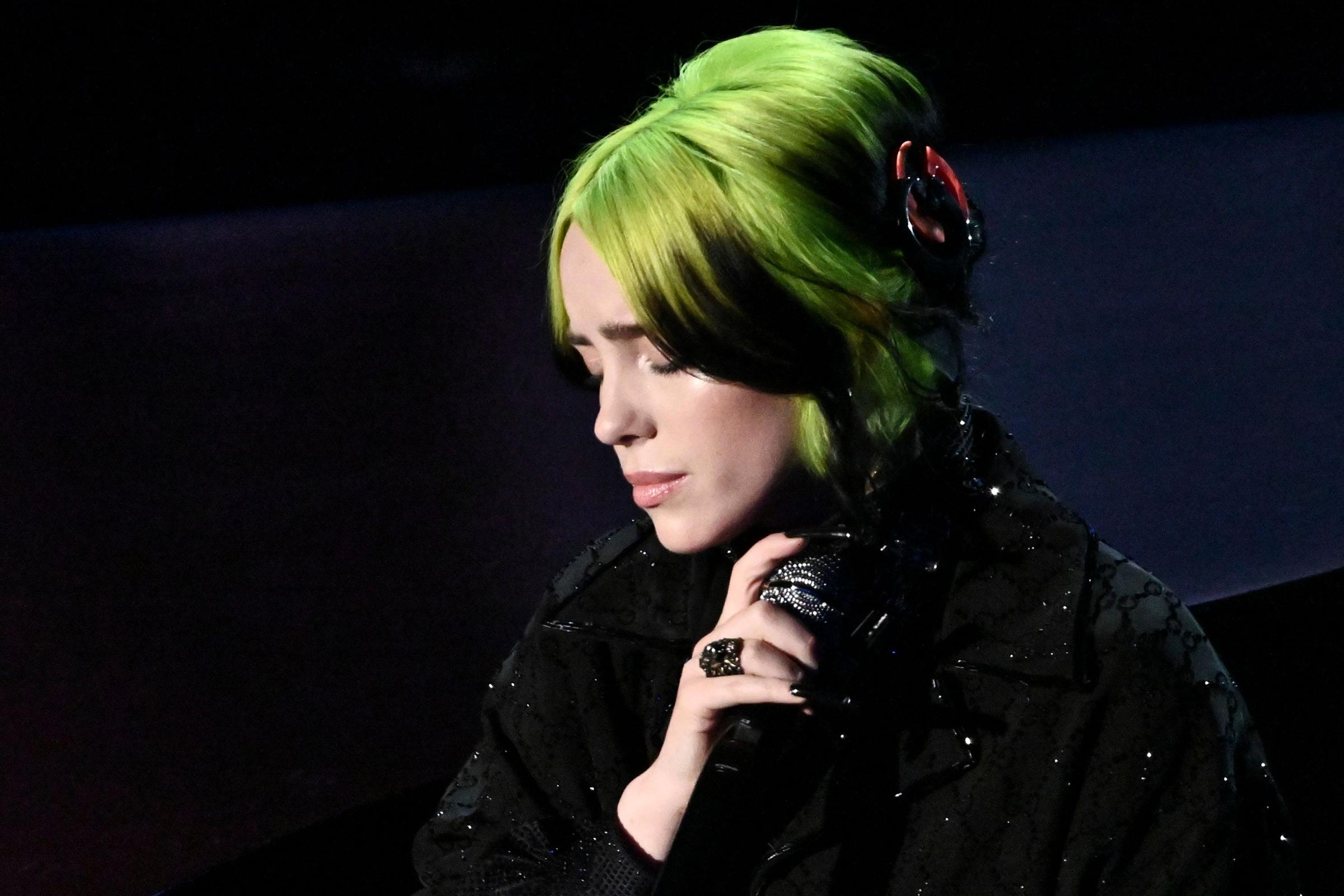 Billie Eilish Debuts James Bond Theme 'No Time to Die'