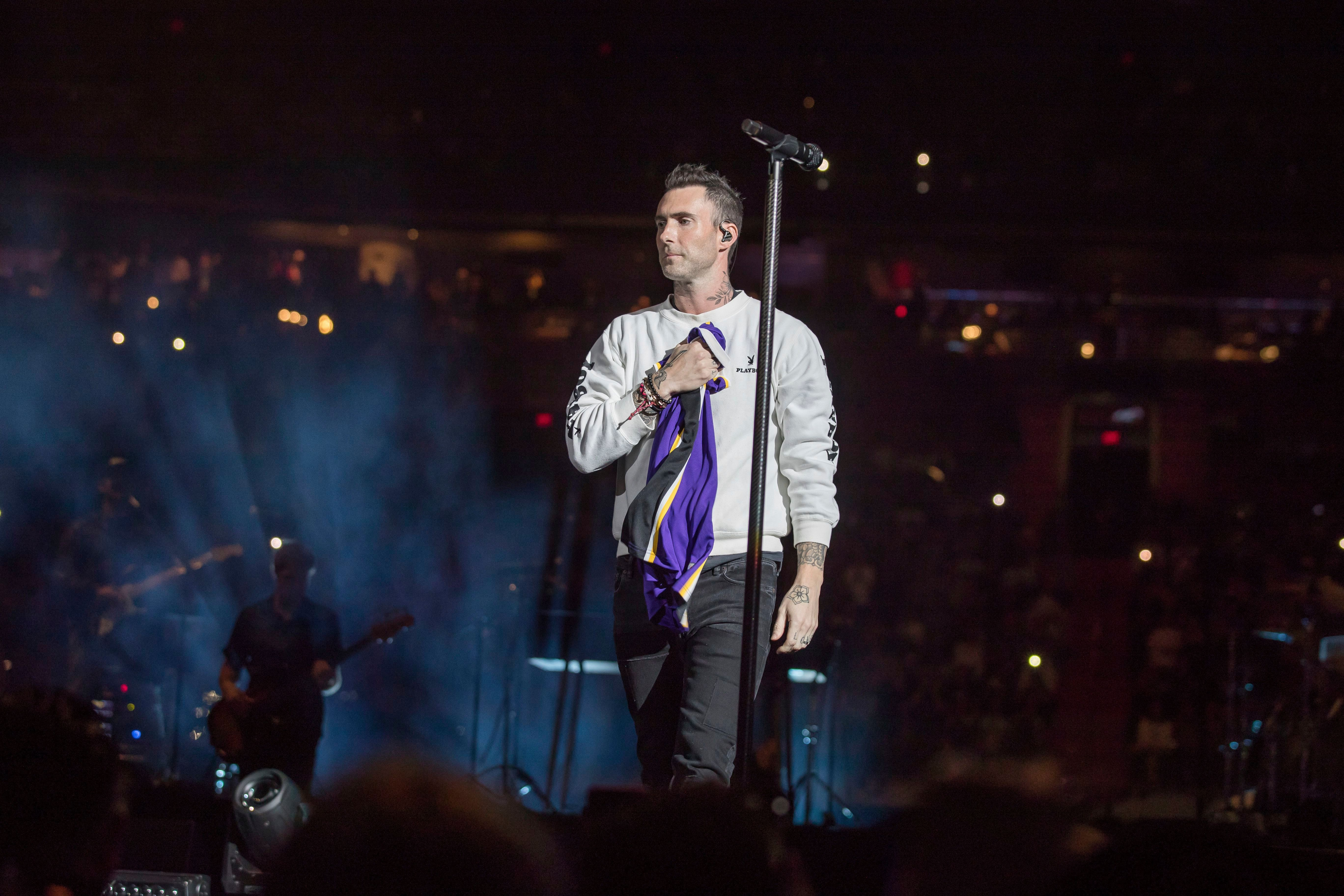 Watch Maroon 5 Pay Tribute to Kobe Bryant With 'Memories' - EpicNews