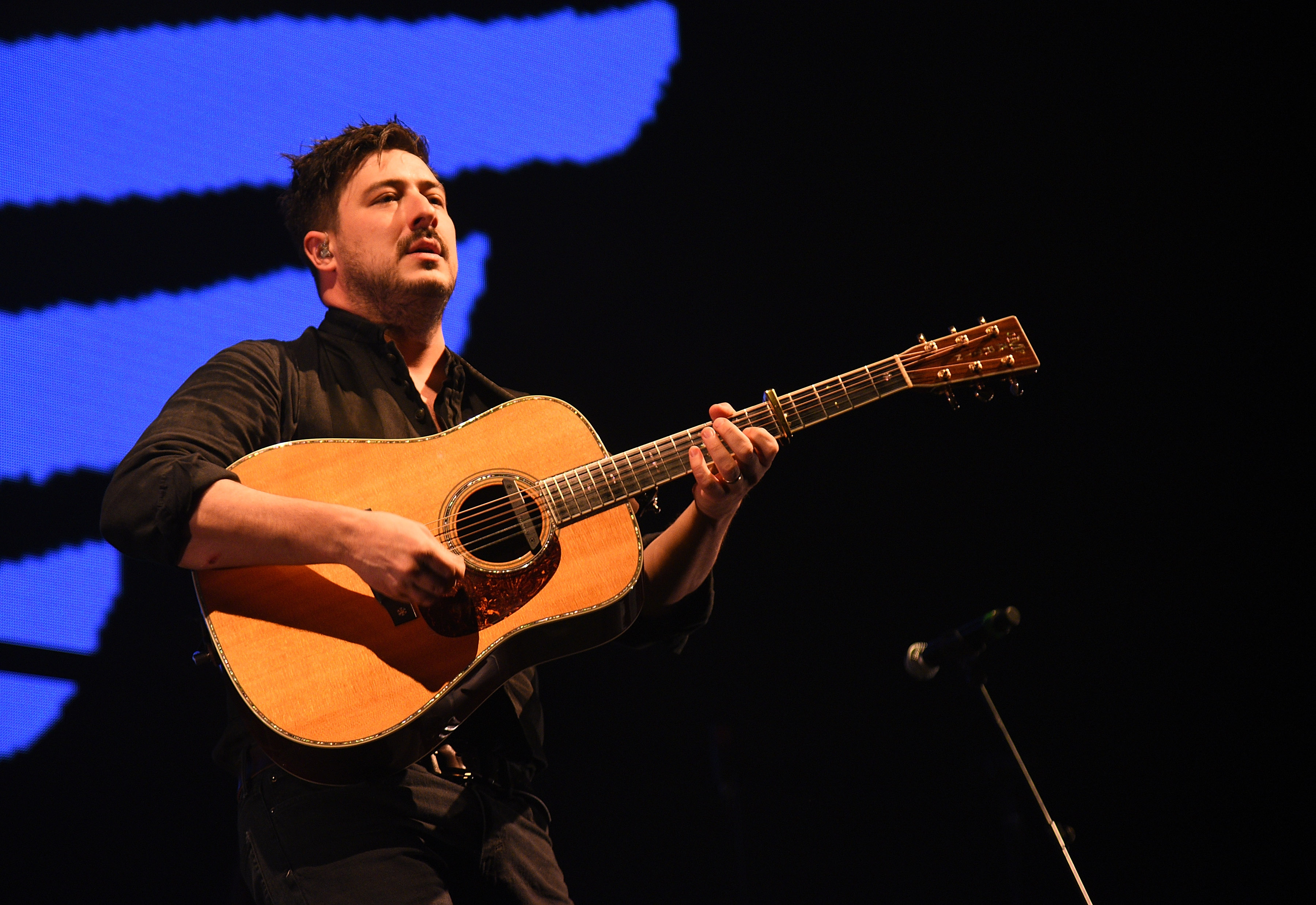 Hear Marcus Mumford's Piano Rendition of 'You'll Never Walk Alone' - EpicNews