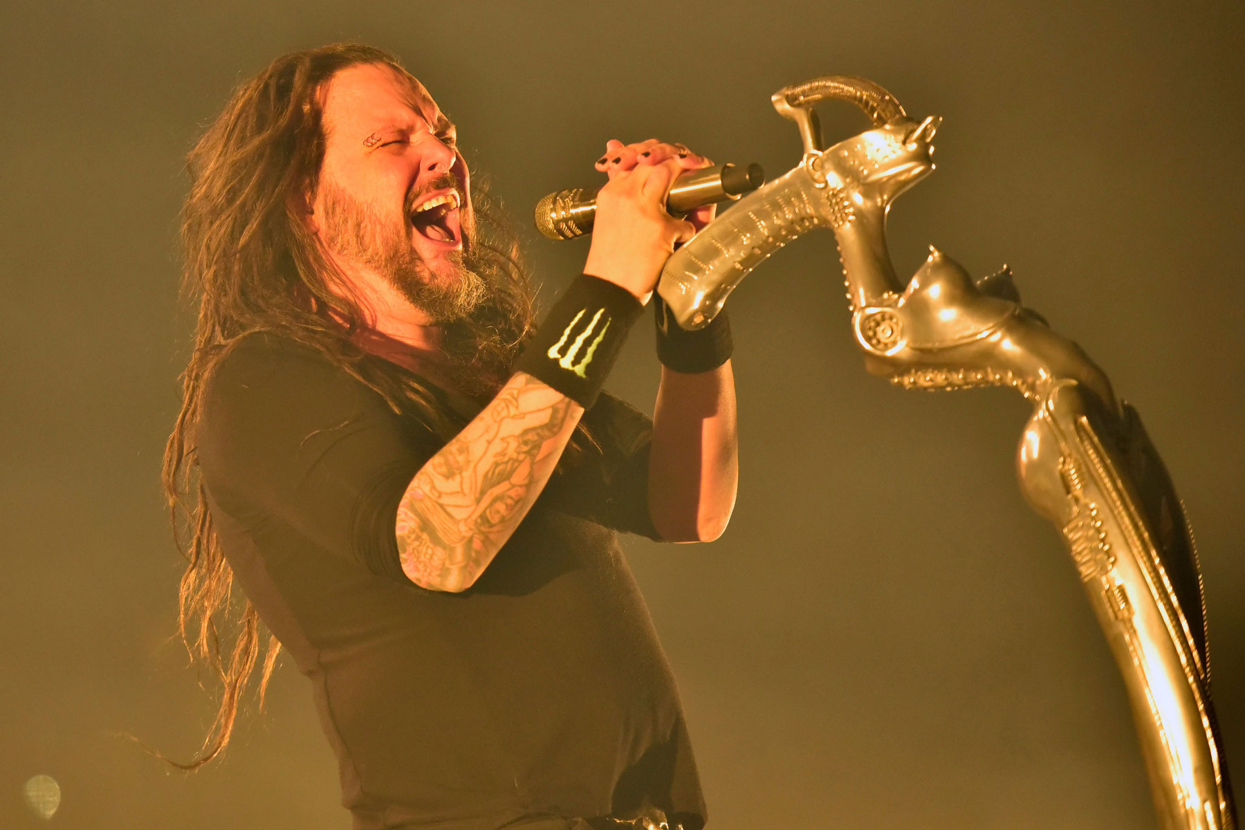 See Korn's Depiction of Toxic Self-Isolation in 'Can You Hear Me' Video - EpicNews