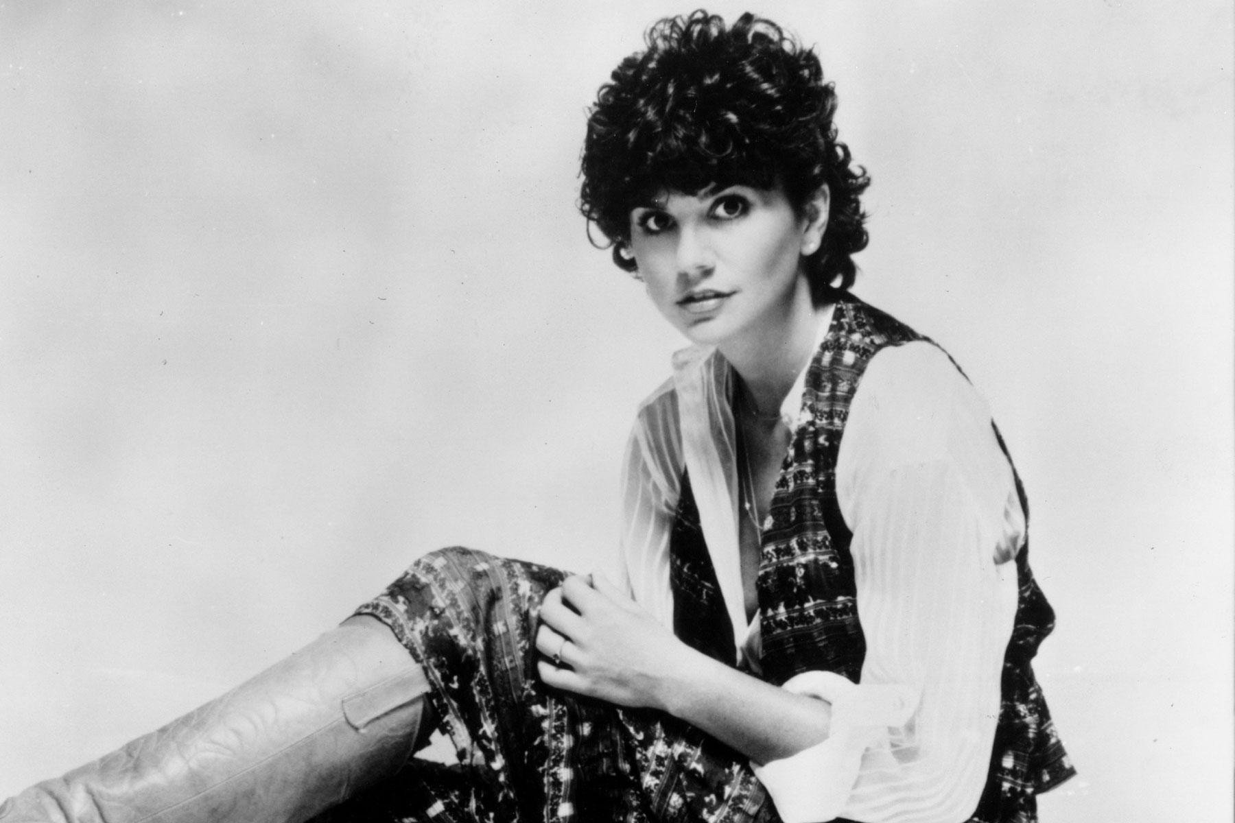 In Praise Of Linda Ronstadt s Forgotten New Wave Album Mad Love Rolling Stone