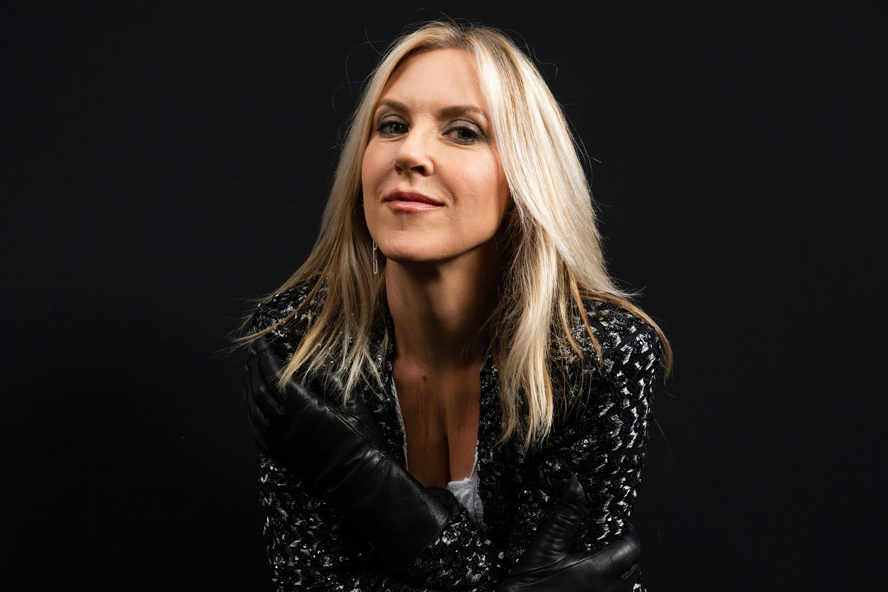 The 53-year old daughter of father (?) and mother(?) Liz Phair in 2021 photo. Liz Phair earned a  million dollar salary - leaving the net worth at  million in 2021