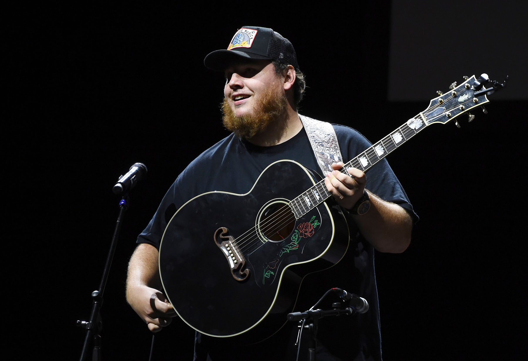 See Luke Combs Cover Tracy Chapman's 'Fast Car' in Livestream Concert