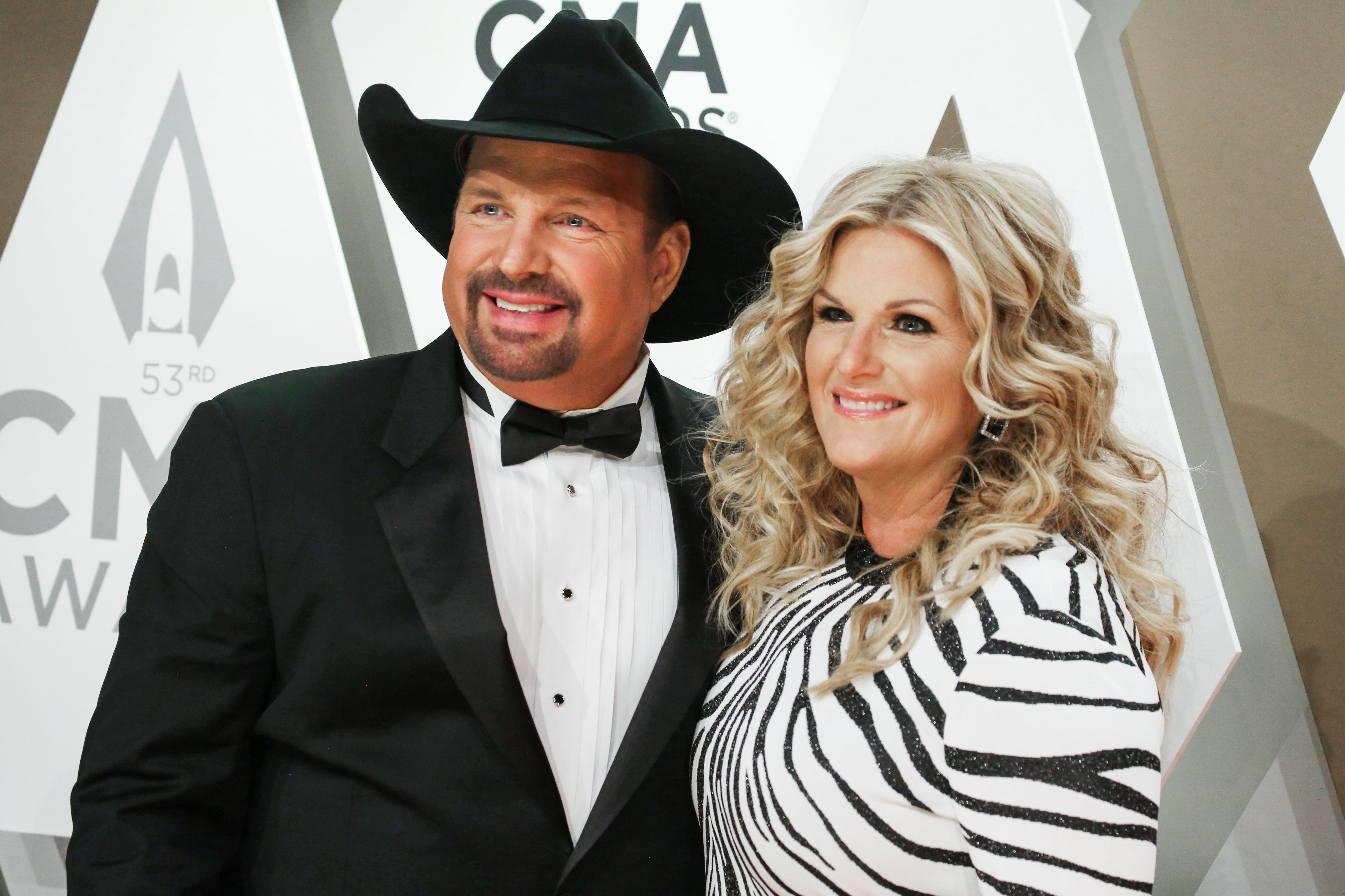 Garth Brooks And Trisha Yearwood To Perform Live Cbs Concert