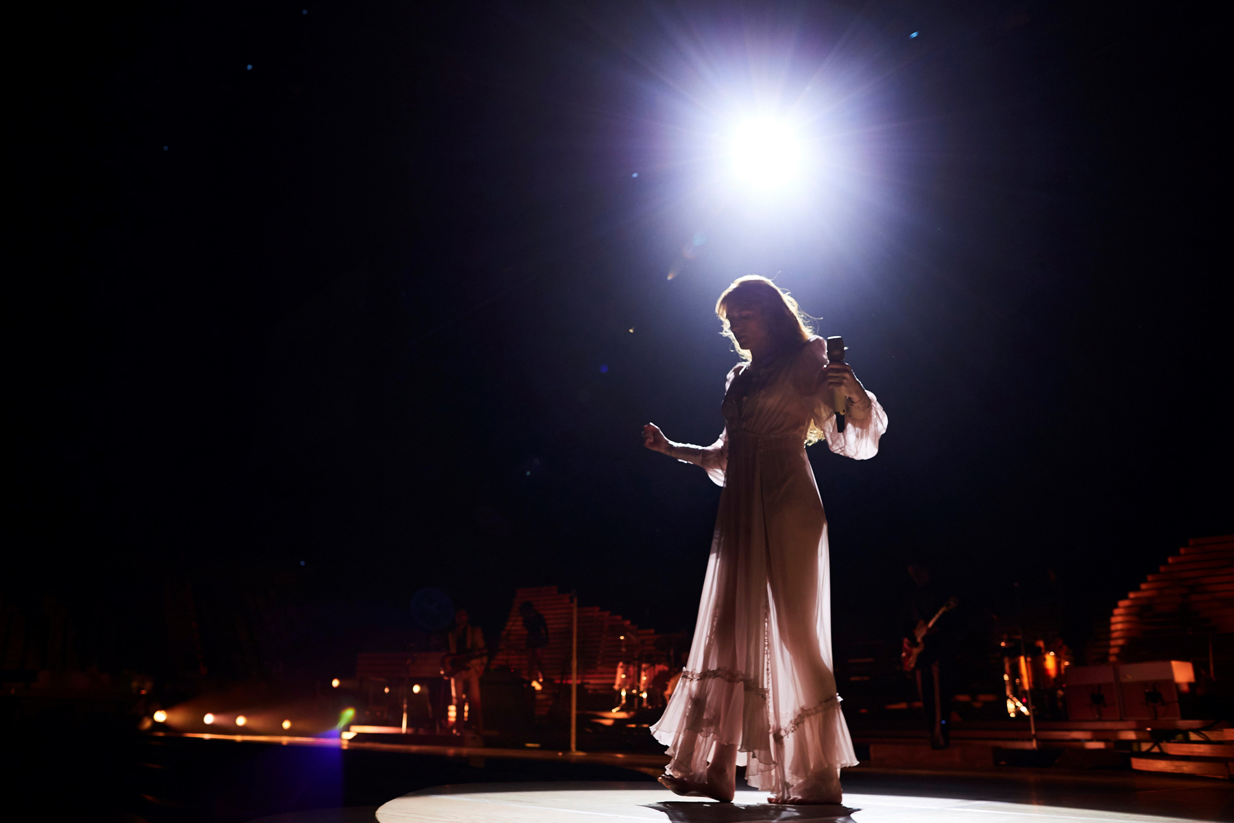 Florence and the Machine Drop Uplifting 'High as Hope' Outtake - EpicNews