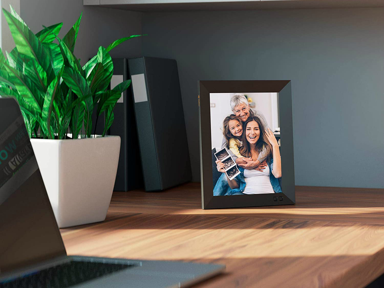 <p>All these Digital Picture Frames Help You Share Photos With Family and Friends thumbnail