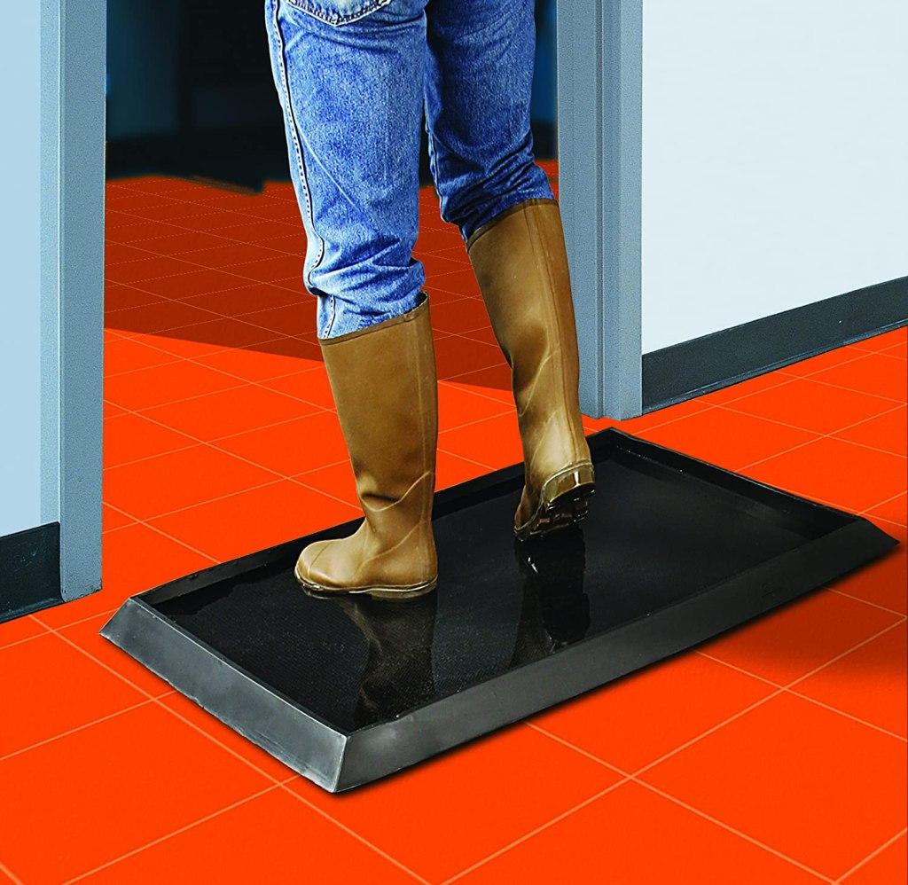 sanitizing-foot-mat