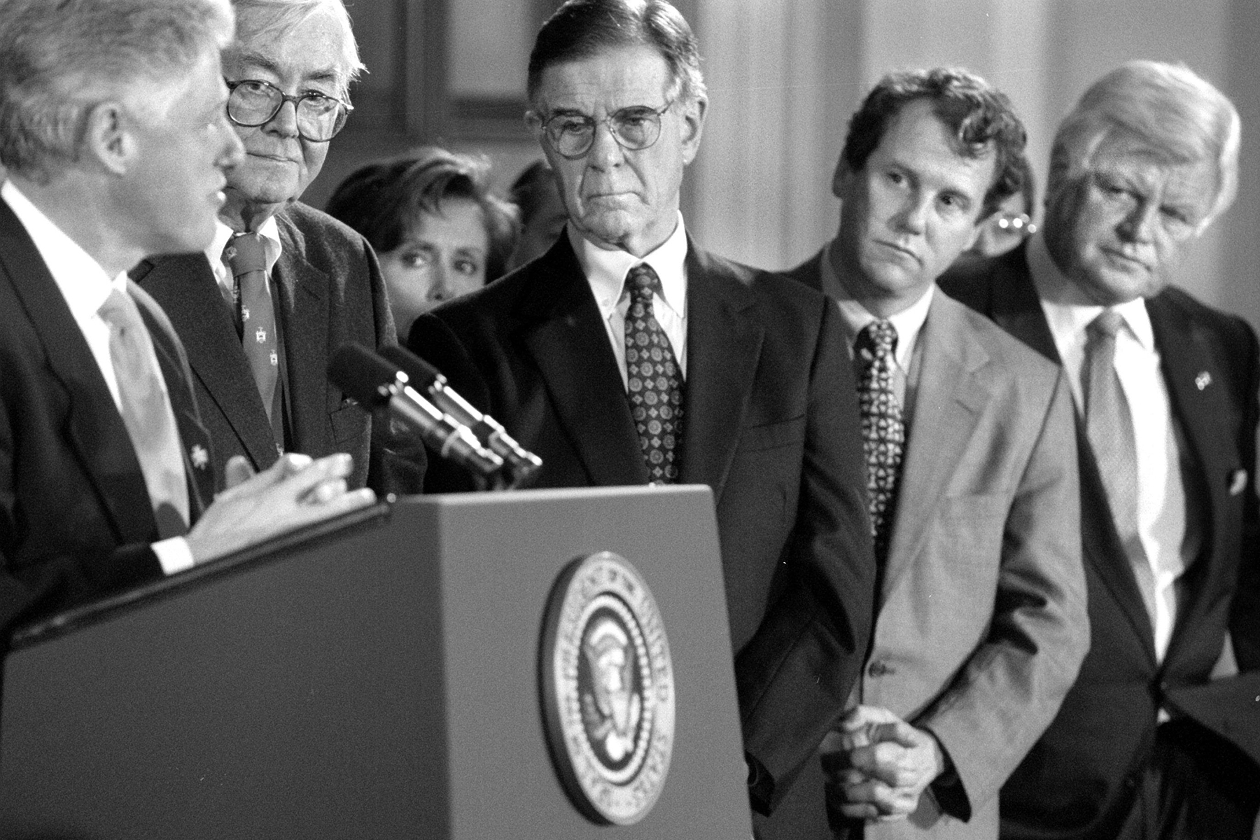 NA/Clinton 3/17/98 by Dayna Smith TWP Democrats listen intently as President Clinton describes an initiative giving Americans ages 55 to 65 new health insurance options on Capitol Hill. Left to right are: Sen. Pat Moynihan D-NY; Rep. Pete Stark, D-CA; Rep. Sherrod Brown D-OH; and Sen. Edward Kennedy D-MA. (Photo by Dayna Smith/The The Washington Post via Getty Images)