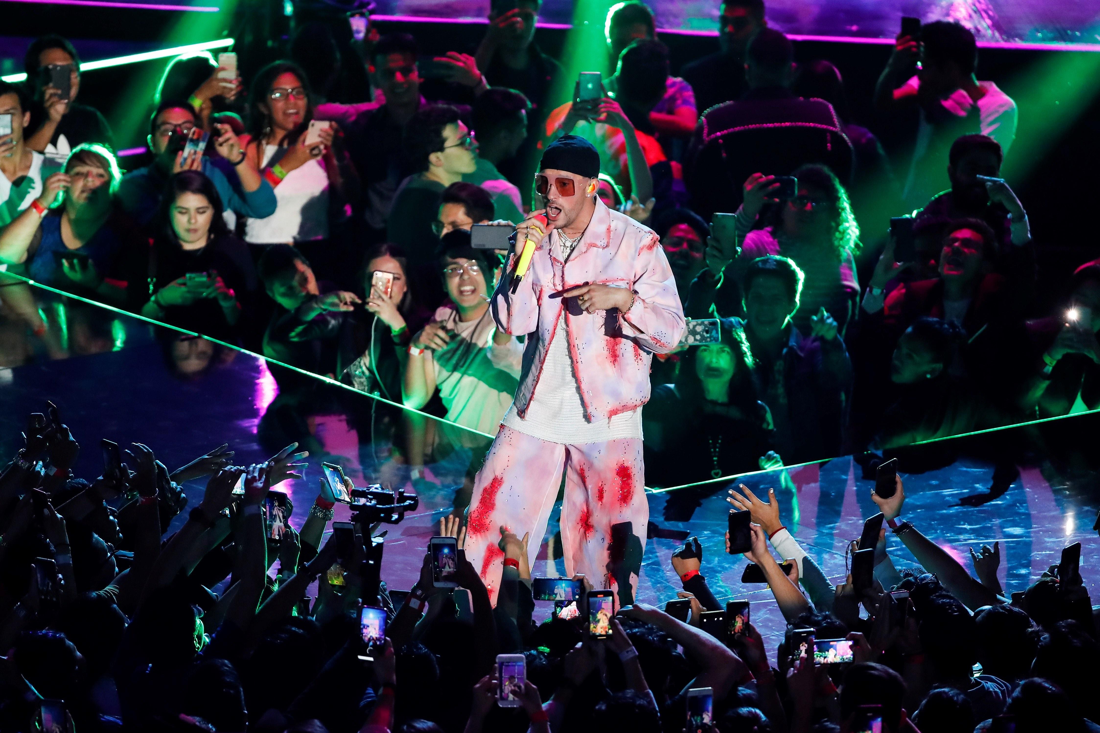 Bad Bunny Releases Surprise Album Las Que No Iban A Salir Rolling Stone