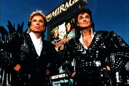 Siegfried & Roy's Roy Horn Dead at 75 From COVID-19 Complications - Rolling  Stone