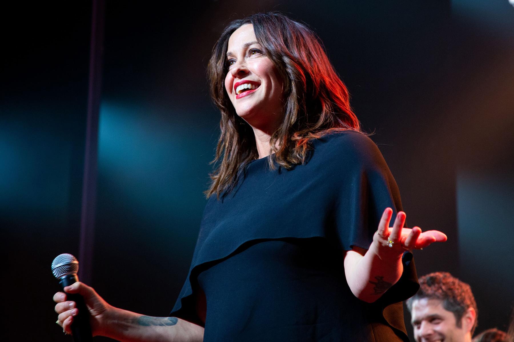 Alanis Morissette Is Hosting a 'Jagged Little Pill' Livestream Benefit - EpicNews