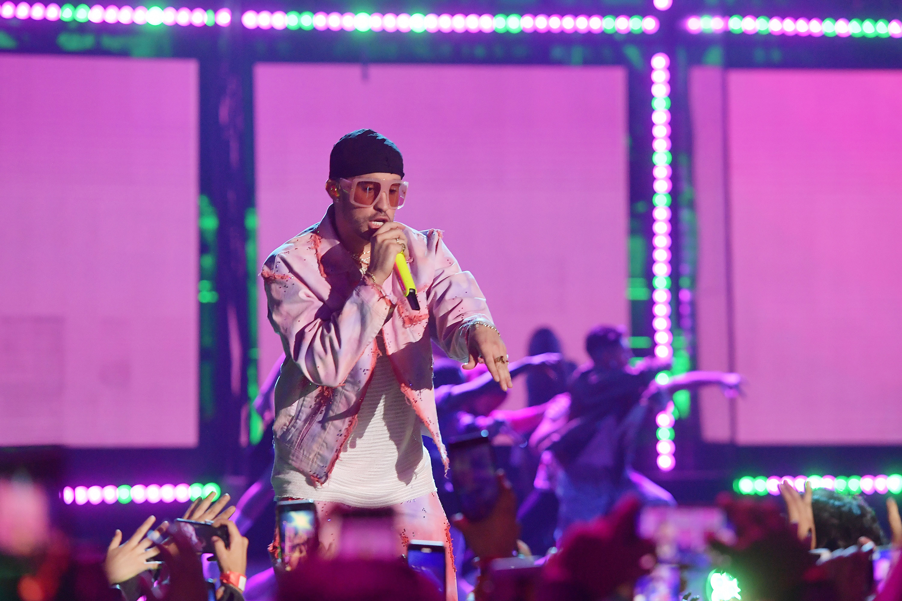 Bad Bunny S Las Que No Iban A Salir Turns Lockdown Into Global Party Rolling Stone