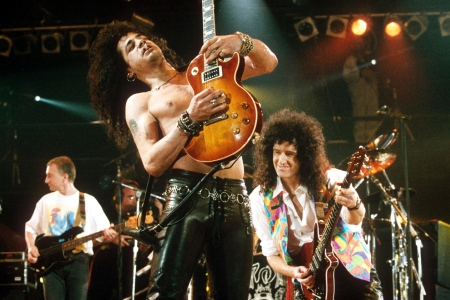 Slash and Brian MayFREDDIE MERCURY TRIBUTE CONCERT AT WEMBLEY STADIUM, LONDON, BRITAIN - 1992