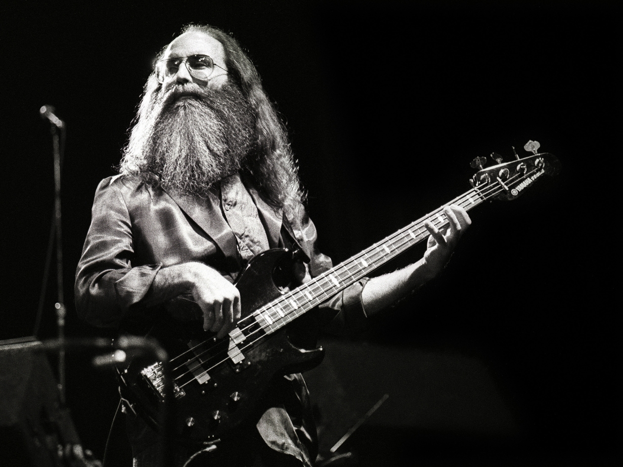 Leland Sklar, session bass guitarist, performs on stage as part of James Taylor's backing band, Carre, Amsterdam, Netherlands, 24th March 1986. He is playing a Yamaha bass guitar. (Photo by Rob Verhorst/Redferns)