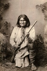 """GERONIMO (Goyathlay, """"One who Yawns""""), 1829-1909 Apache Indian Chief, leader of the Chiricahua Apache, led defence of Indian homelands, 1850s-1880s, photograph, 1886Art (Portraits) - various Location: National Archives Washington DC"""