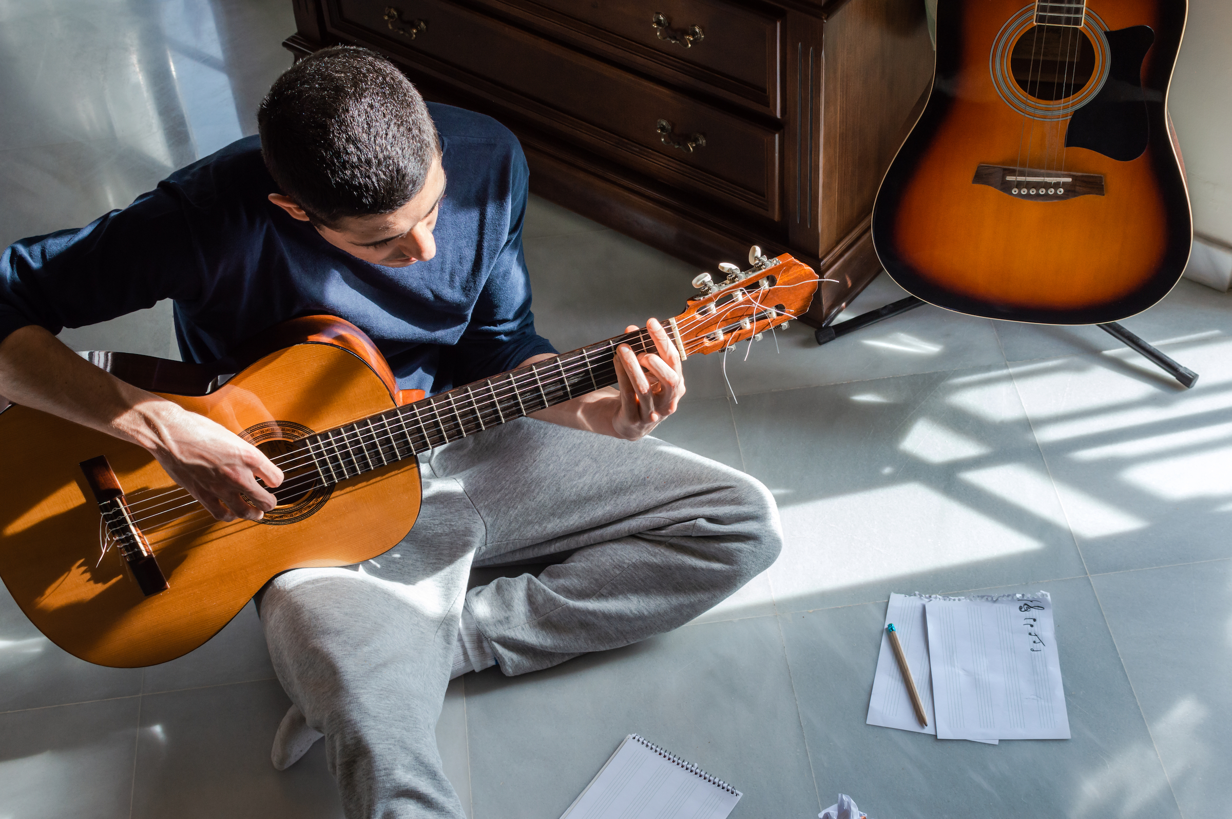 The Best Beginner Guitar Books 2020: Learn to Play Guitar Online - Rolling  Stone