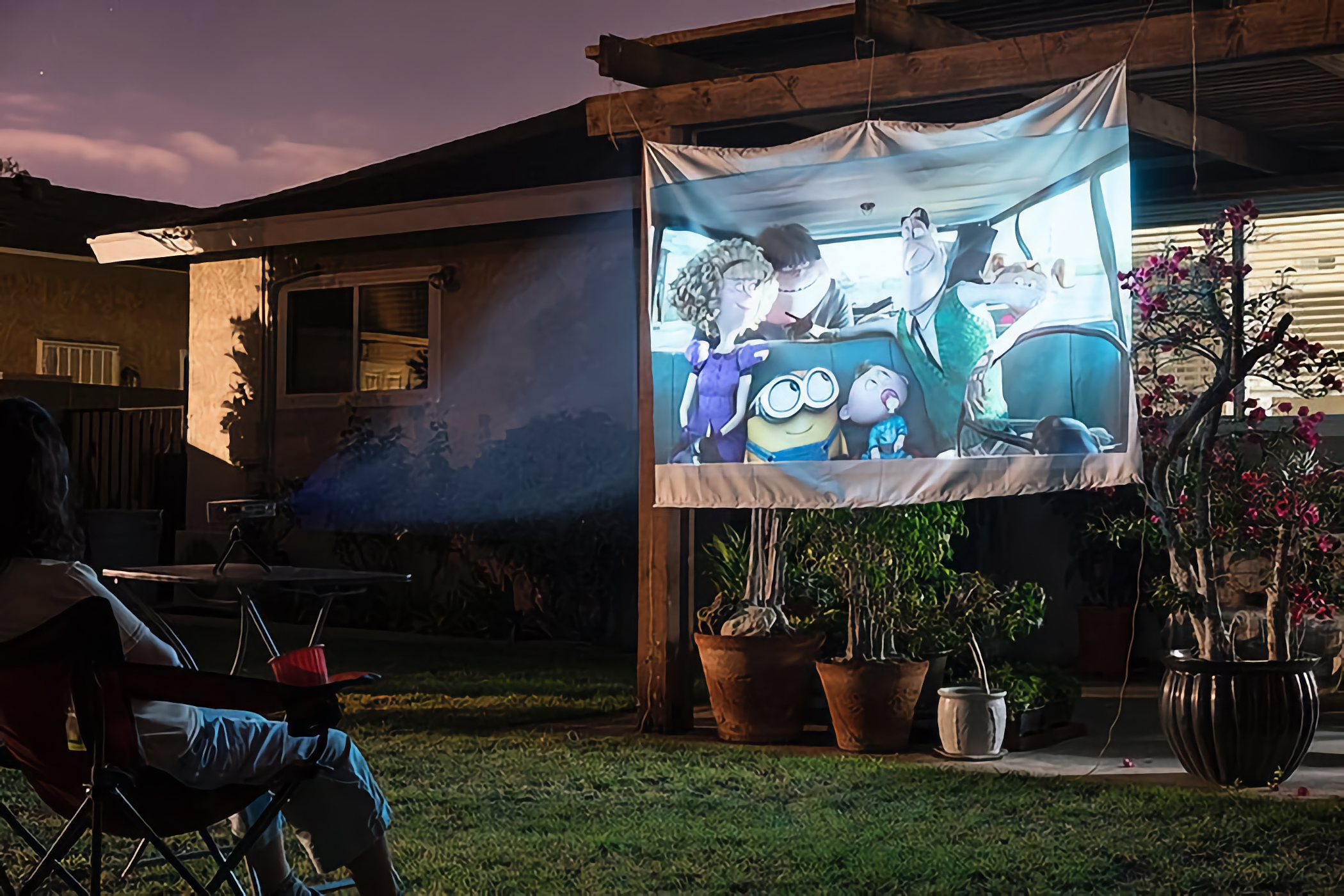 How To Set Up An Outdoor Movie Night Best Projector Screen Speakers Rolling Stone