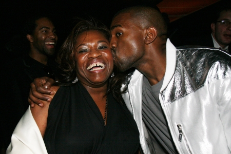 Donda West y Kanye West en el Social en Hollywood, California (Foto de Johnny Nunez / WireImage)