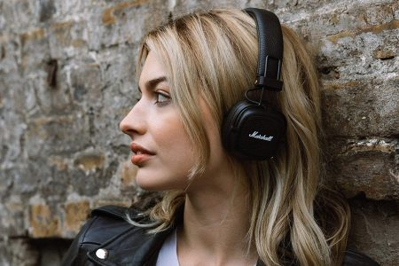 Best On Ear Vs Over Ear Bluetooth Headphones Which Sounds Better Rolling Stone
