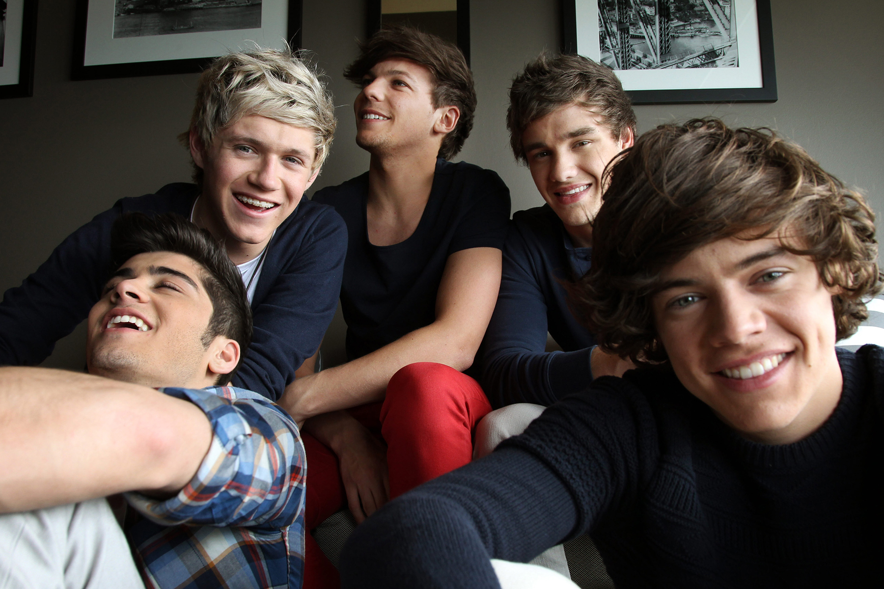 SYDNEY, AUSTRALIA - APRIL 11: (EUROPE AND AUSTRALASIA OUT) (Back L-R) Niall Horan, Louis Tomlinson, Liam Payne and (Front L-R) Zayn Malik and Harry Styles from British boy band 'One Direction' pose during a photo shoot at the Intercontinental Hotel on April 11, 2012 in Sydney, Australia. (Photo by Toby Zerna/Newspix/Getty Images)